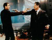 映画でお互いに銃を向け合うシーンあるけど、実際どうなんだろうか?