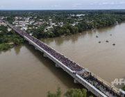 ゾンビ映画で橋が軍に封鎖されて住人が逃げられないシーンってあるだろ?