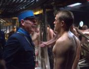 【映画】チャーリー・ハナム、全裸シャワーシーンを公開 映画「パピヨン」